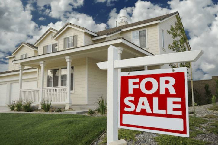 Hiring a Real Estate Agent vs. Selling on Your Own