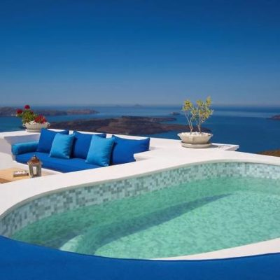 Why You Should Consider Staying in a Villa in Santorini This Year