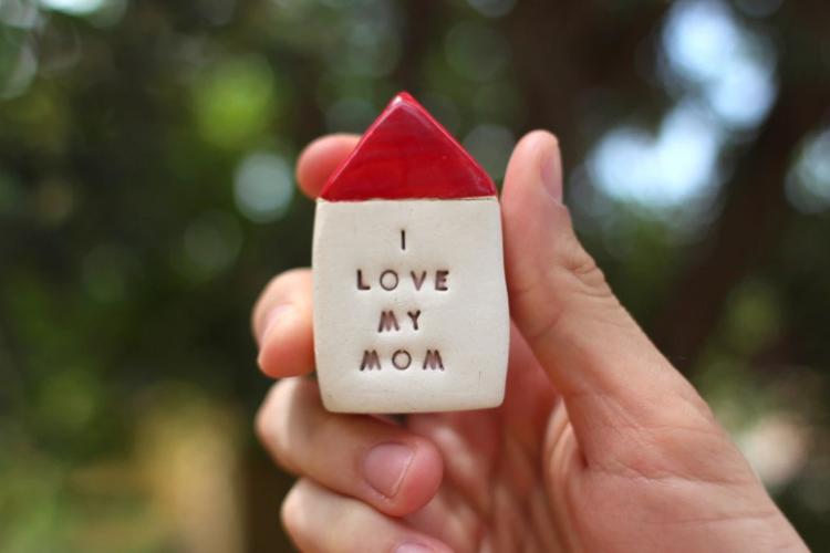 How do I gift my mom?